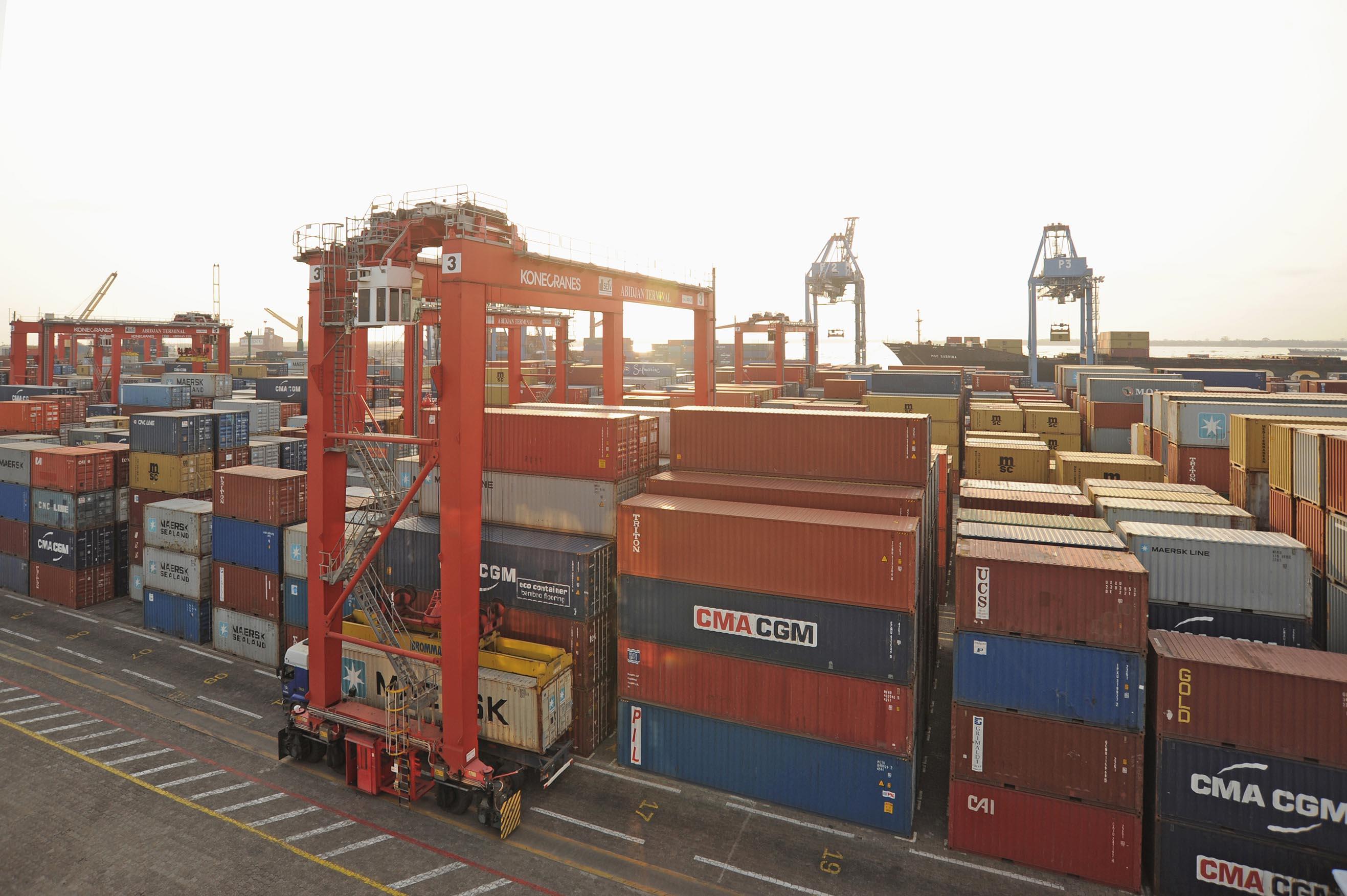 Services et logistiques portuaires bollor ports agent for Conteneur bordeaux