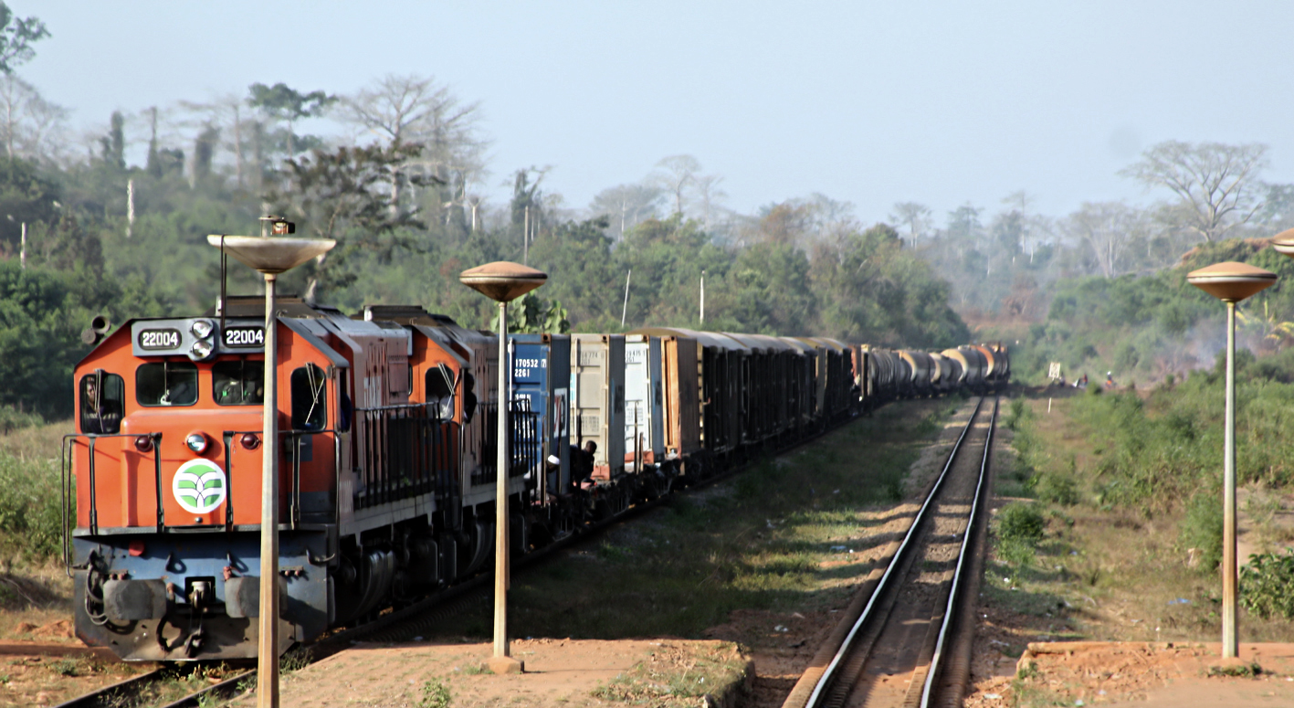 transport ferroviaire de personnes et de marchandises en afrique bollor transport logistics. Black Bedroom Furniture Sets. Home Design Ideas